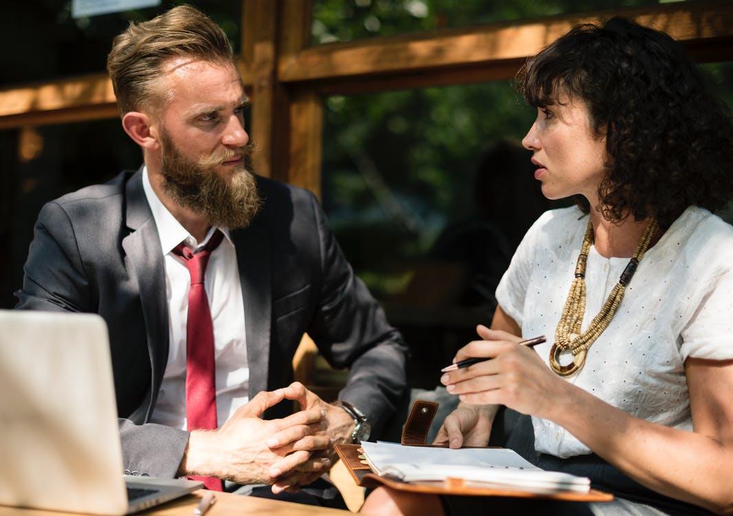 Razones para acudir con un asesor inmobiliario al comprar una propiedad