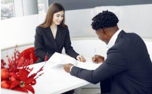 Lo que debe saber sobre un contrato de compraventa